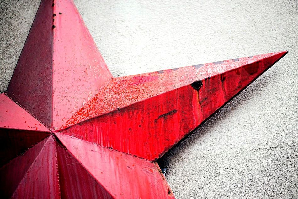 Red No People Close-up Outdoors Day Built Structure Full Frame Backgrounds Architecture Red Star Berlin Germany Metal Rust Soviet Star Wall Red Army Soviet Heraldry Communism History Russian Civil War Ww1 Ww2 Rain Droplets Textures And Surfaces