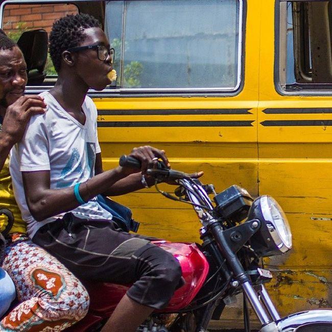 No time to eat! That is LagosHustle for you. Lagos Nigeria Naija lookslikelagos Africa streetphotography snapitoga