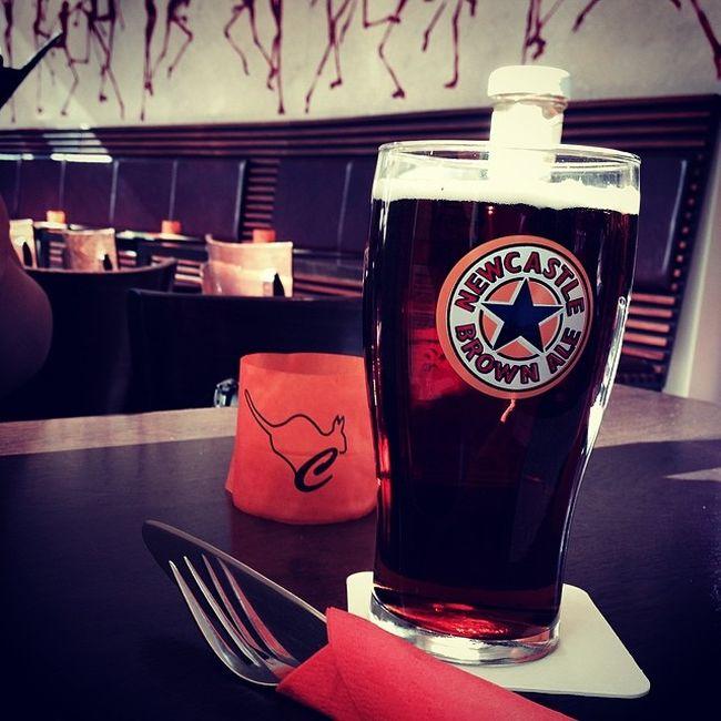 Warten auf den Burger... #prost Beer Berlin Bier Ale Sonycenter Newcastle Potsdamerplatz Prost Newcastlebrownale Corroboree