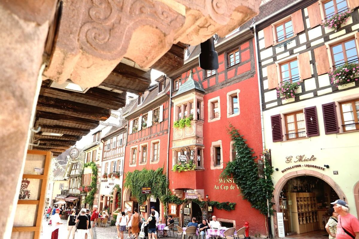 France Alsace Elsass Riquewihr Colors Colorful Architecture Architecture_collection Streetphotography EyeEm Best Shots Eye4photography  EyeEm Gallery EyeEmBestPics From My Point Of View Low Angle View Holiday Houses And Windows Houses Old Buildings Old Town