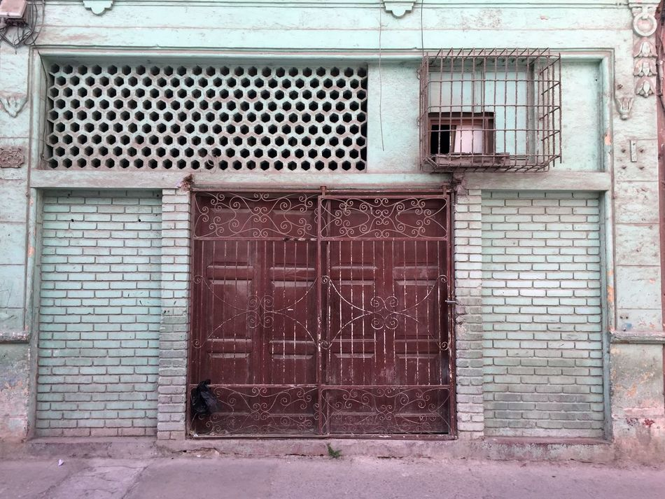 Architecture Architecture Building Exterior Built Structure Closed Places Cuba Cuba Collection Cuban Life Door Doorway Havana No People Outdoors Street View Wallfilth Weathered