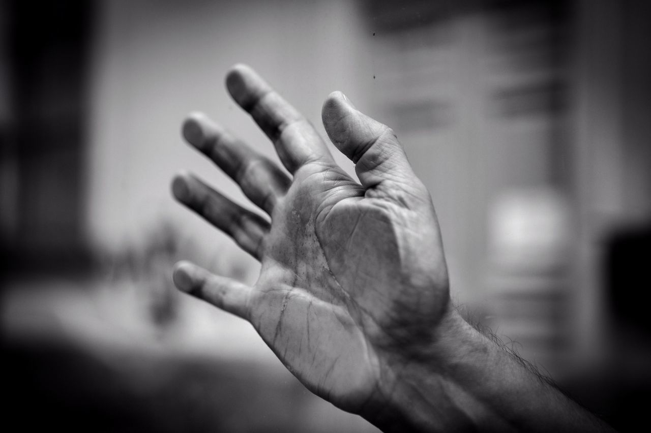 """Trova qualcuno che tremi per il tuo tocco,