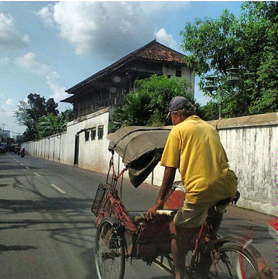 My Daily Commute Becak Indonesia Traditional Commute Traditional CommuteinSolo,Indonesia Lemon By Motorola