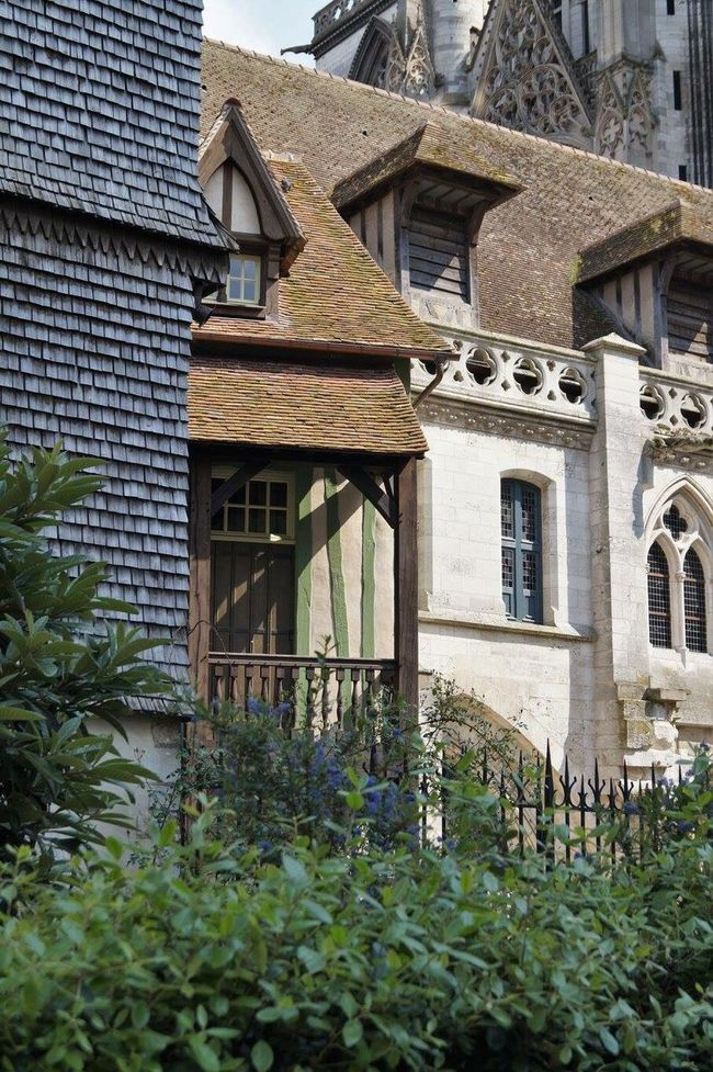 Built Structure Architecture Building Exterior Outdoors House No People Day Window Upward View Famous Place Rouen, France Historical Historical Building Cathedral France