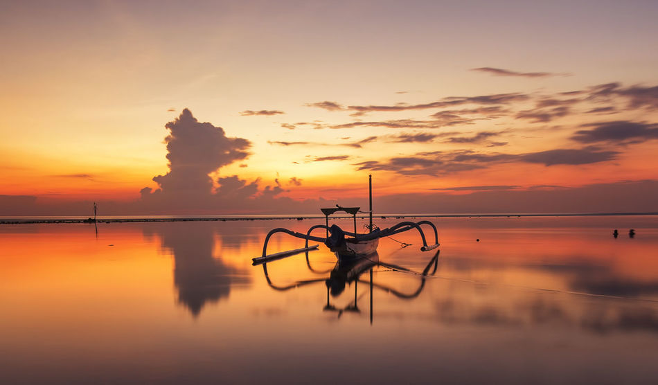 Beautiful stock photos of sonnenaufgang, Beauty In Nature, Cloud - Sky, Fishing Boat, Horizon Over Water