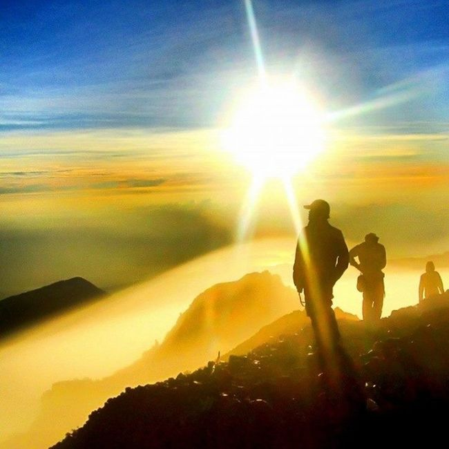 "Sunrise puncak Anjani Rinjani :3 dohhh kapan gue kesono >.<"""