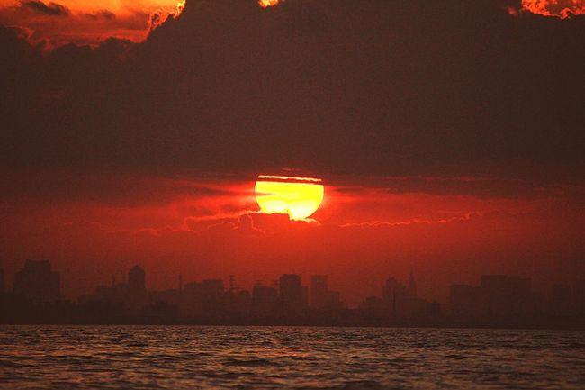 あなたとの想い出の場所で見た夕景。あれから1年立たずに旅立ってしまったなんて…今でも悪い夢を見ているだけ…そう思いたい。 Sunset Sky 夕焼け小焼け 幕張の浜 あなたがいるソラ あいたい