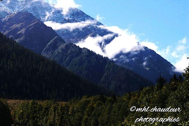 Landscape @ a la maison . Bizarre quand les Wingsuits ouvre juste a coté. Mhlchaudeurphotographies Mountain View Chamonix-Mont-Blanc Homesweethome