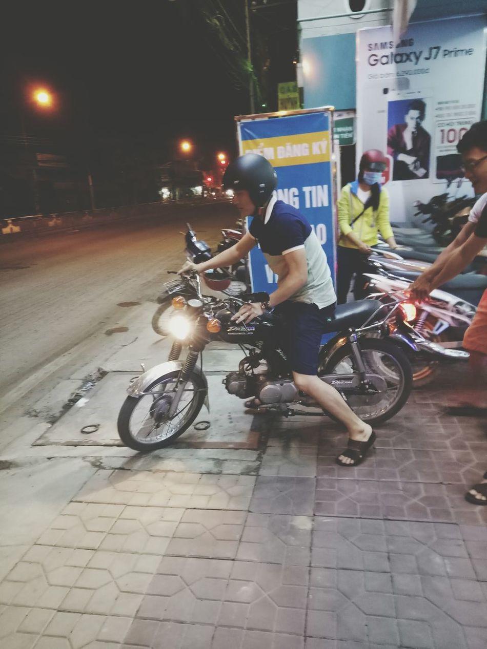My boss 😂😂😂 Transportation Night City Bicycle One Man Only EyeEm Team EyeEmBestPics EyeEm Best Shots MyEyeEm EyeEmBestEdits TheWeekOnEyeEM The Week On Eyem MyEyemPhoto