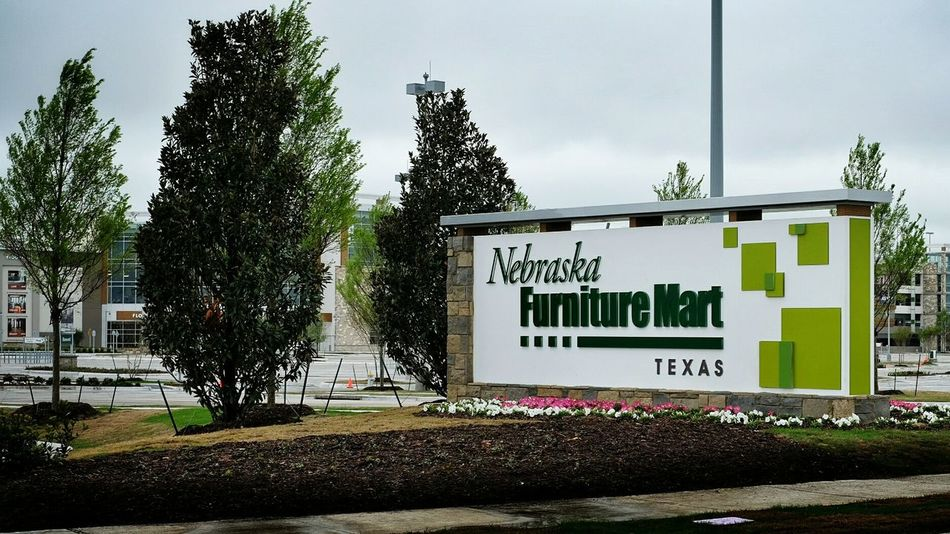 http://www.dallasnews.com/business/retail/20150301-buffett-keeps-mum-on-colony-opening-of-nebraska-furniture-mart.ece Biggest Furniture Retail  Store America Texas Style Billionaire  Consumerism What Do You Think? Check This Out
