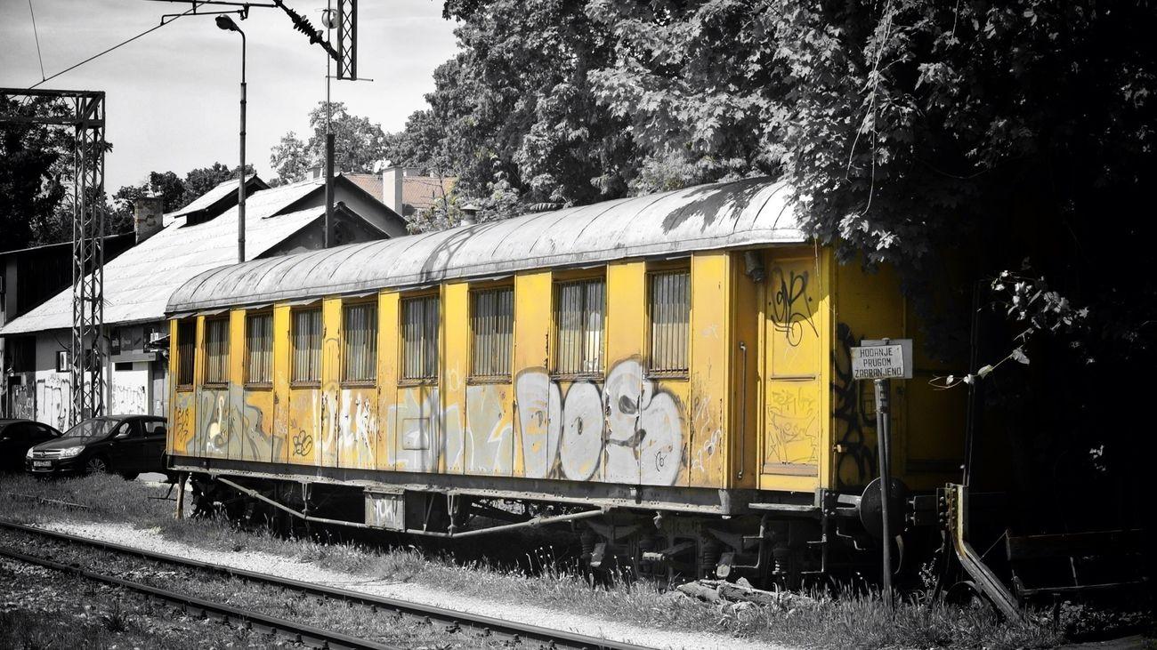not a submarine but definitely yellow… Nikon 1 V1 Blackandwhitebutnot Skrill IT Far From Home