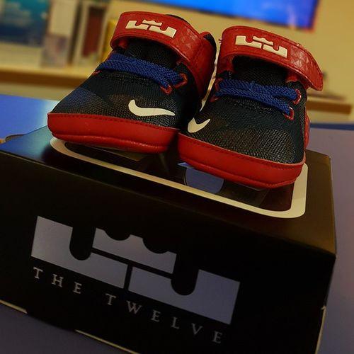 過年禁休連七歐模式已啟動…… 每天都需要喝咖啡~☕☕☕ 📌2015/02/12 Nike Lebronjames Bestpals