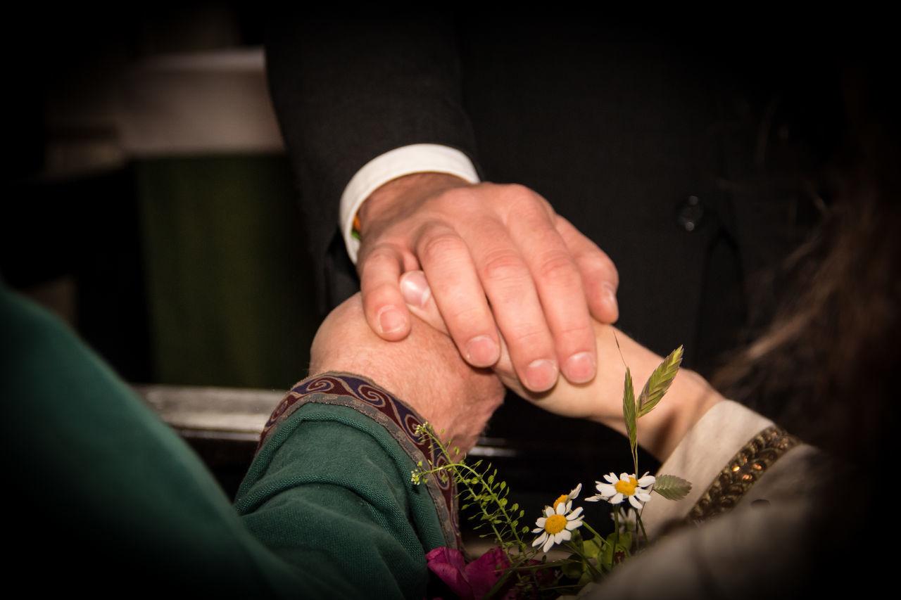 Bund fürs Leben Alliance Brautpaar Bund Confidence  Friendship Hochzeit Human Hand Loyalty Pastor Personal Perspective Real People Treue  Vertrauen Wedding