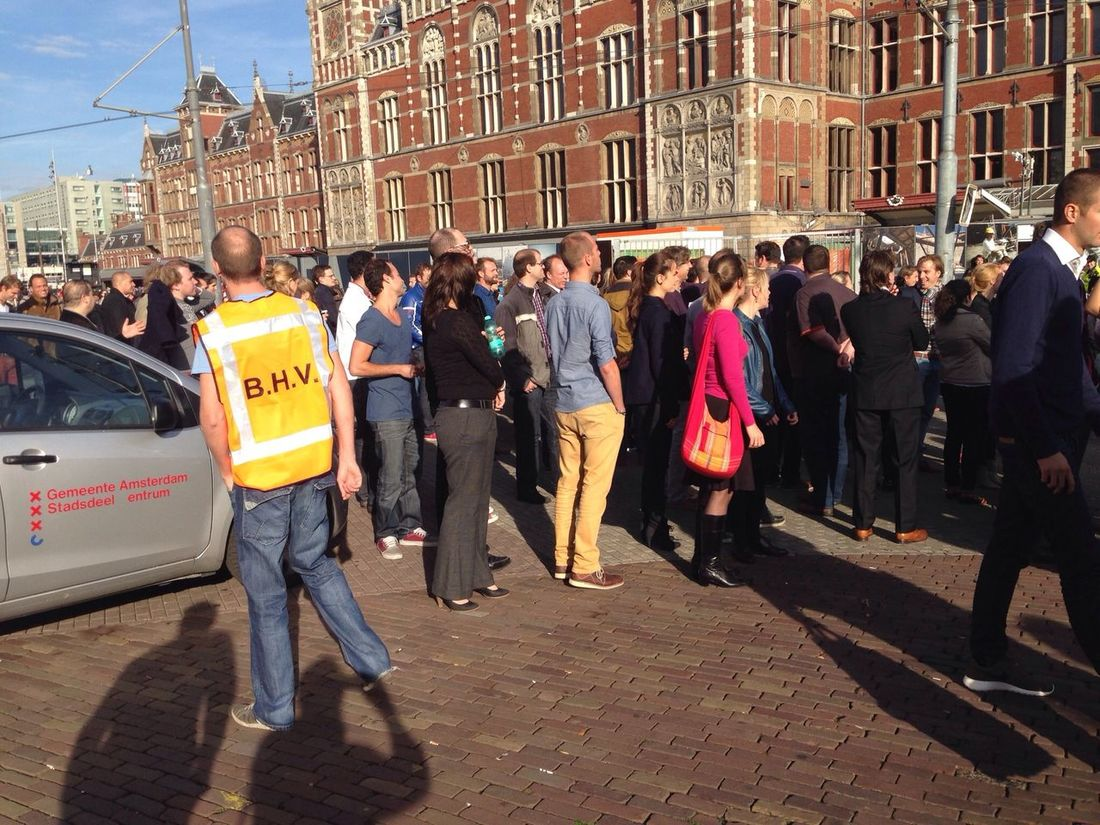 "Dutch Vodafone Firedrill: ""400 people meet at the Coffee Shop!"" ;-) Sbcamsterdam Relayr_cloud"