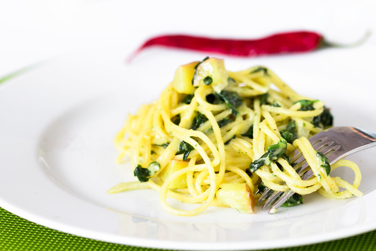 spaghetti with potato and spinach sauce Close-up Day Food Food And Drink Freshness Healthy Eating Indoors  Italian Food No People Pasta Plate Potato Ready-to-eat Spaghetti Spinach