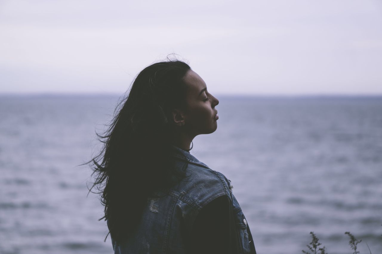 Beautiful stock photos of liebe, young adult, long hair, sea, lifestyles