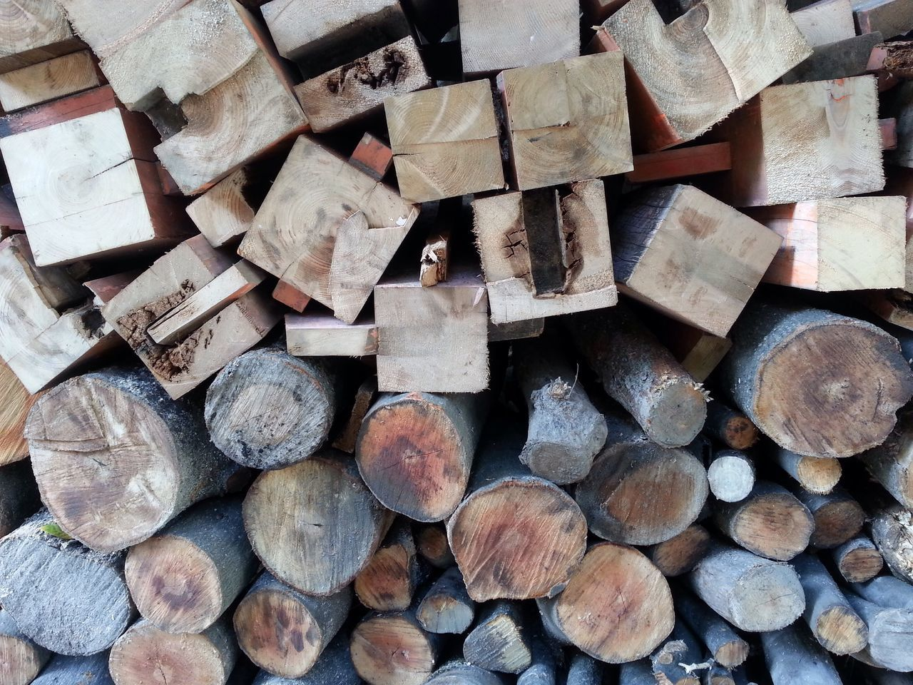 firewood, log, timber, woodpile, stack, forestry industry, lumber industry, wood - material, deforestation, shape, abundance, full frame, large group of objects, heap, backgrounds, environmental issues, textured, pile, no people, fuel and power generation, close-up, day, outdoors