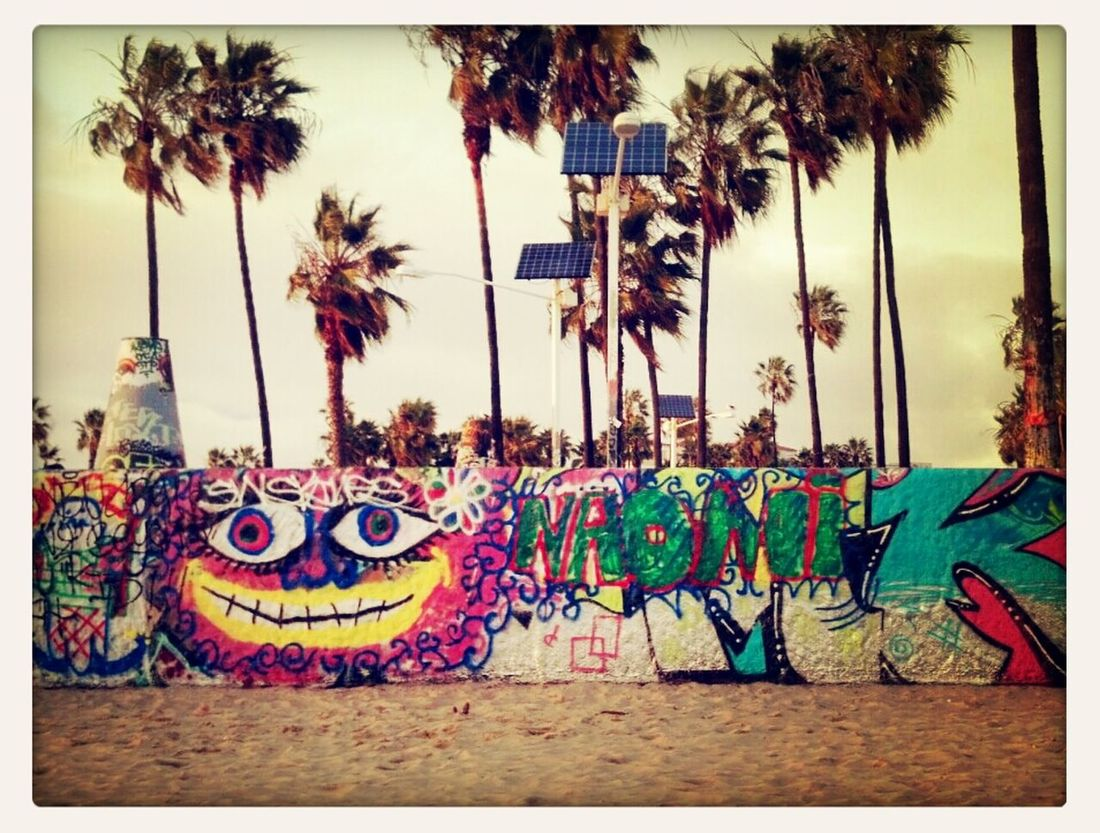 So I Can't So Much Read It...So I'm Goin With 'Be Happy and Stuff' :) Life Is A Beach Streamzoofamily Street Art Nature