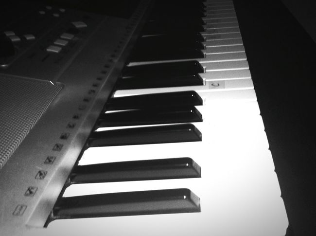Playing our song. Singing like you're still mine. Piano Working Learningtolovemyself Missinghim Eye4photography  Eye4black&white  Eyeem Philippines First Eyeem Photo