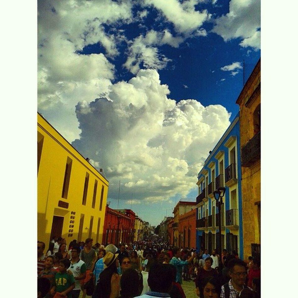 Cielo hermoso asi inicia nuestra máxima fiesta en Oaxaca Sky And Clouds Turism Guelaguetza2014