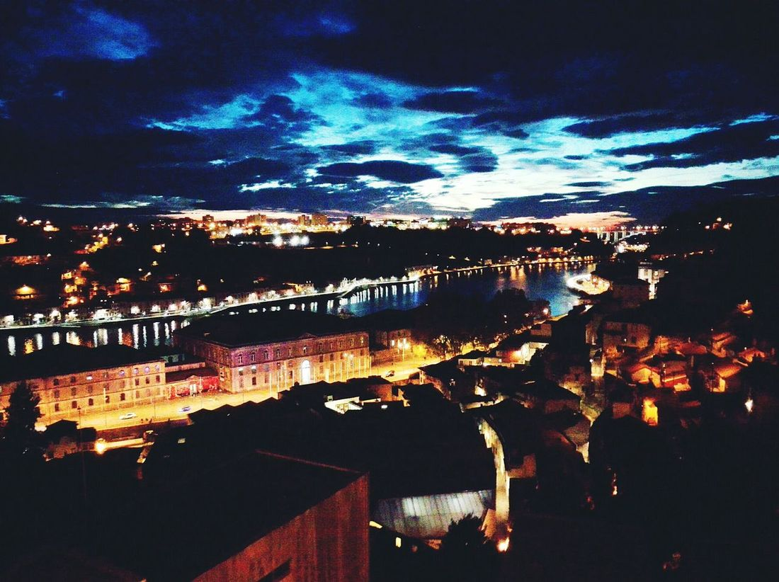 Sob a vista da maravilhosa cidade invicta Douro  Porto