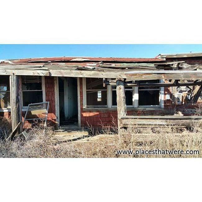 In need of a few repairs Abandoned Abandonedbuilding Abandonedplaces Arizona Camping Decay Forgottenplaces Ghosttowns Hopi Mormons  Navajo Roadtrip Route66 Rt66 Ruins RuralExploration Rurex Urbanexploration Urbex