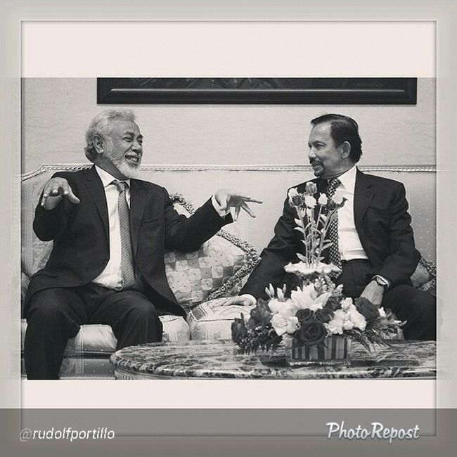 """Superb photography as usual By @rudolfportillo """"Instasize @thebruneitimes XananaGusmao TIMORLESTE Prime Minister gestures during the meeting with Hismajesty Sultan Haji Hassanal Bolkiah at IstanaNuruliman brunei"""" via @PhotoRepost_app DecisiveMoment"""