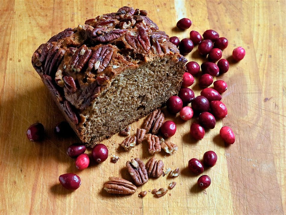 How nice to eat hot banana bread in those cold days. Autumn Treat Banana Bread Confort Food Cranberries Food Freshness Healthy Eating Hot Or Cold Indoors  No People Pecans Recipe SLICE Table Treat White And Whole Wheat Bread With A Tea Or Coffee Wood Board