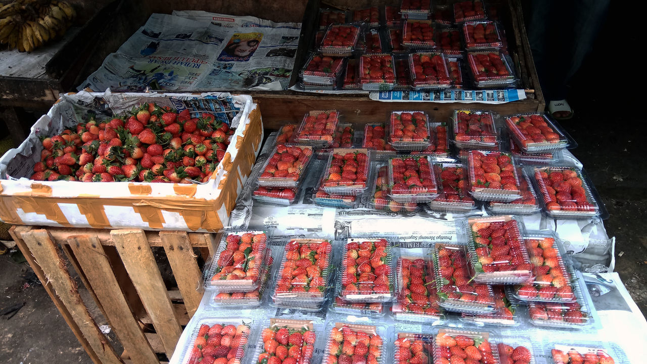 Strawberry fruit Abundance Arrangement Choice Day Food Food And Drink For Sale Freshness Healthy Eating Large Group Of Objects Market Market Stall No People Outdoors Price Tag Retail  Small Business Streetphotography Variation