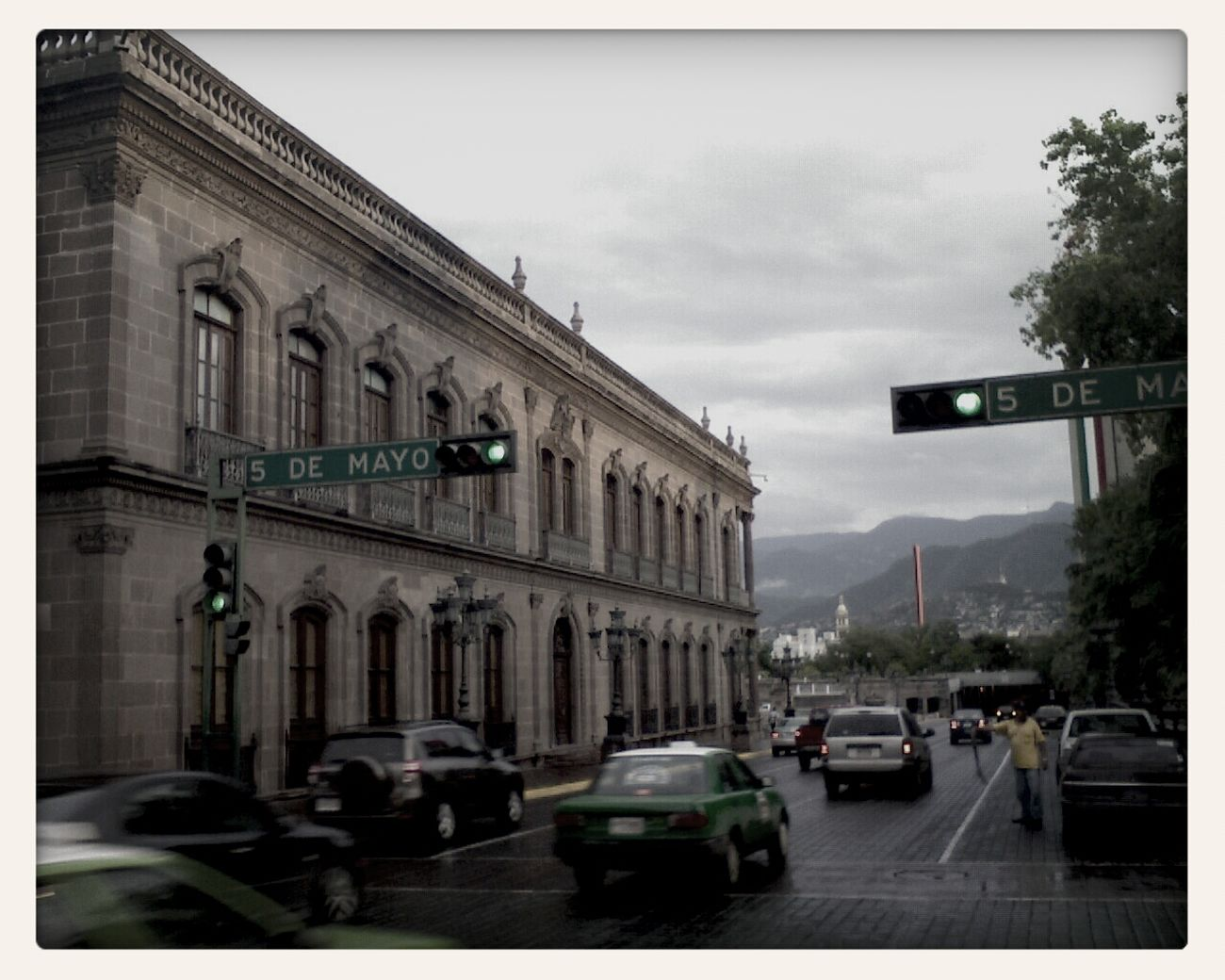 Ave. 5 De Mayo Macroplaza Monterrey, México Architecture