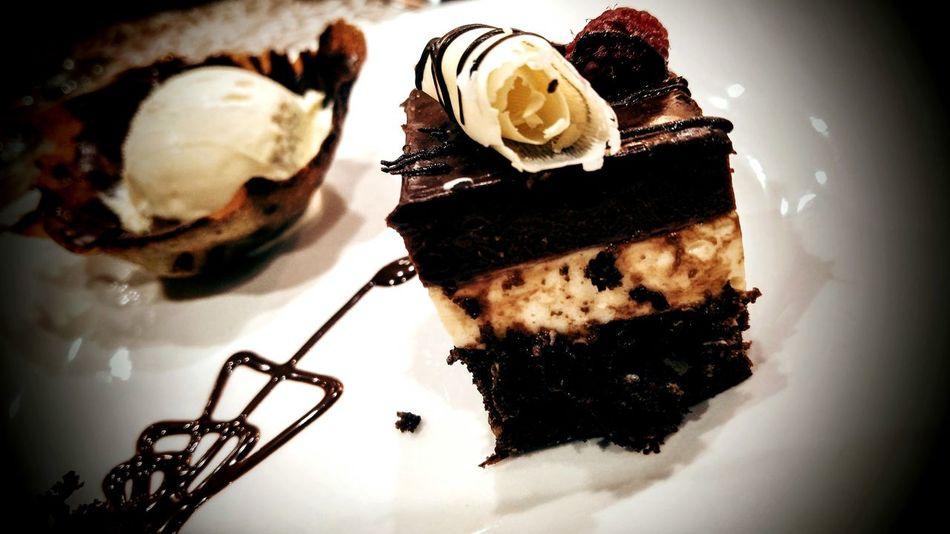 Cake Icecream Chocolate Cake Vanilla Ice Cream  Vanilla Ice Cream Pastries Pastel Pastel De Chocolate Helado Postres Dessert Vainilla Helado De Vainilla Food And Drink Food And Beverages My World Of Food