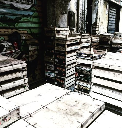 Vicoli Di Napoli EyeEm Shoot Napoli EyeEm Gallery EyeEmBestPics Streetphotography Meravigliosa Italia Hello World Centro Storico Di Napoli Walking Around Street Life That's Me Italy Boxes From The Fruit Store