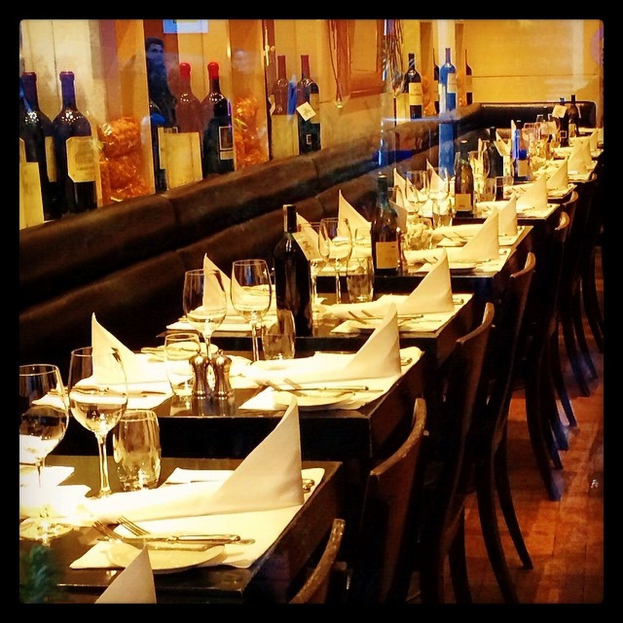 table, restaurant, chair, in a row, arrangement, large group of objects, place setting, indoors, food and drink industry, no people, day