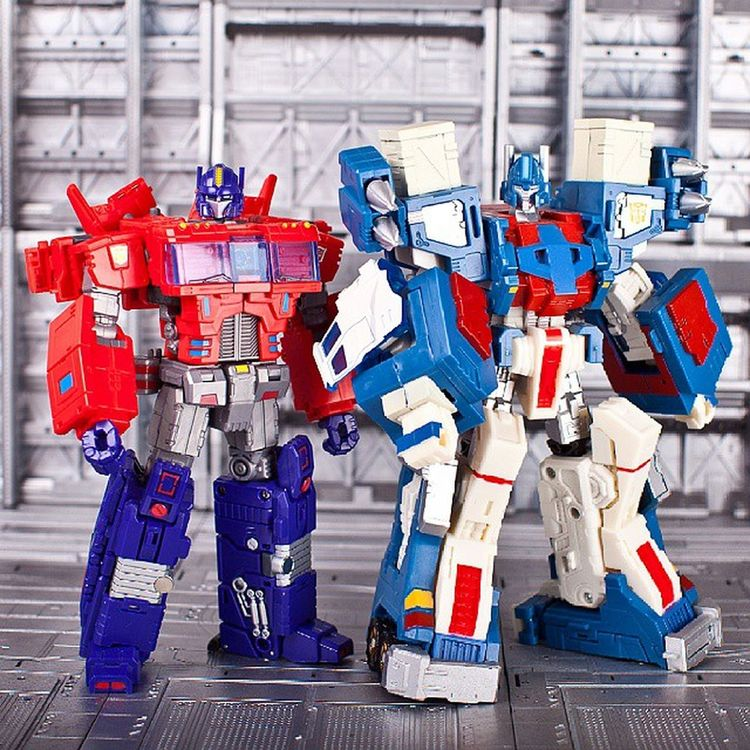 UltraMagnus & OptimusPrime Toyworld Parallax Optimusprime Ultramagnus Transformers Transformerstoys Actionfigures Actionfigurecollections Toys Toy Toystagram Toycollector Toycommunity Toyphotography Cybertron MoreThanMeetsTheEye Robotsindisguise Robots Toycollectors Plastic_crack_addicts