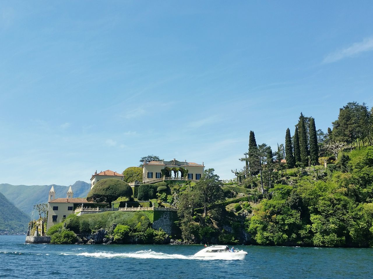 Lakecomo Como Lake Lake View Lakeshore Italy Italia Italian Architecture Built Structure Tree Water Clear Sky Sky Nature Waterfront Boat Boat Trip