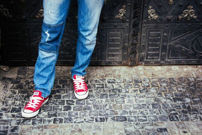 Taking Pictures Legs Taking Photos Streetphotography Street Photography Sneakers Converse