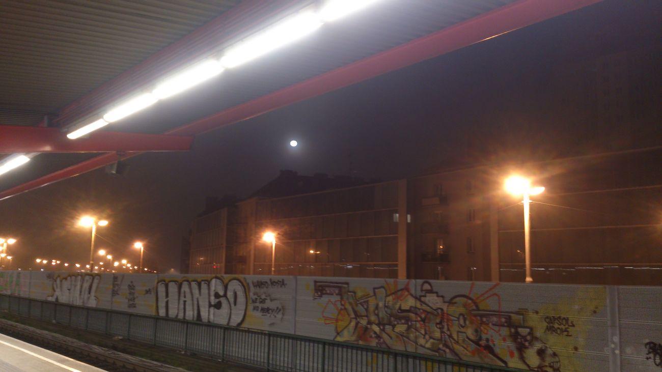 Mond Bahnsteig  Dezember 2013 Graffiti