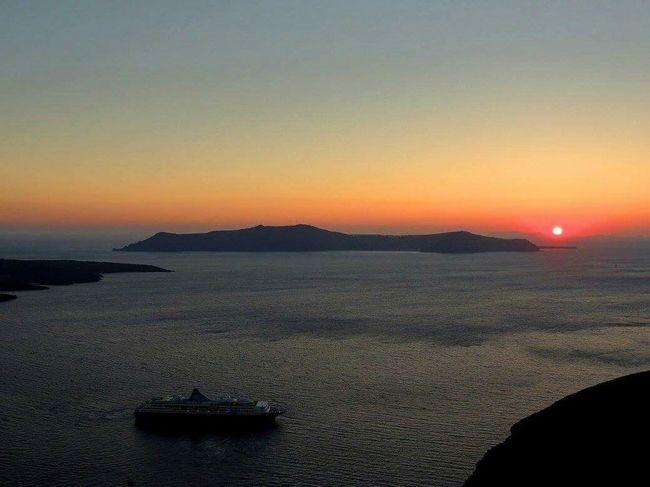 Santorini, Greece Sunset Sillouette Beautiful Nature Colofulsky Beach Photography Tourism Travelingtheworld
