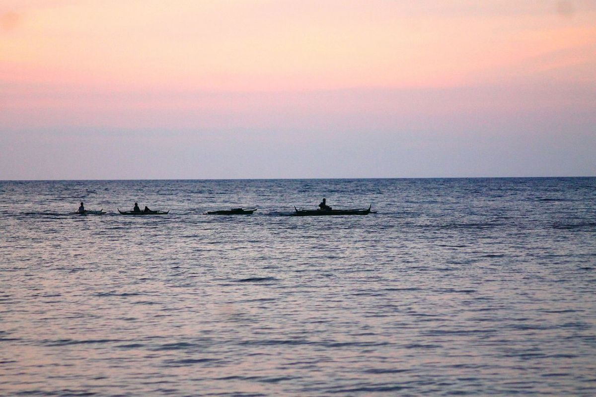 Outdoor Pursuit Horizon Over Water Tranquility Sky People Water Men In Boats Sunset Silhouette Scenics Beauty In Nature Philippines Minimalism Simplicity Serenity Nature_collection Copy Space Lavender Skies