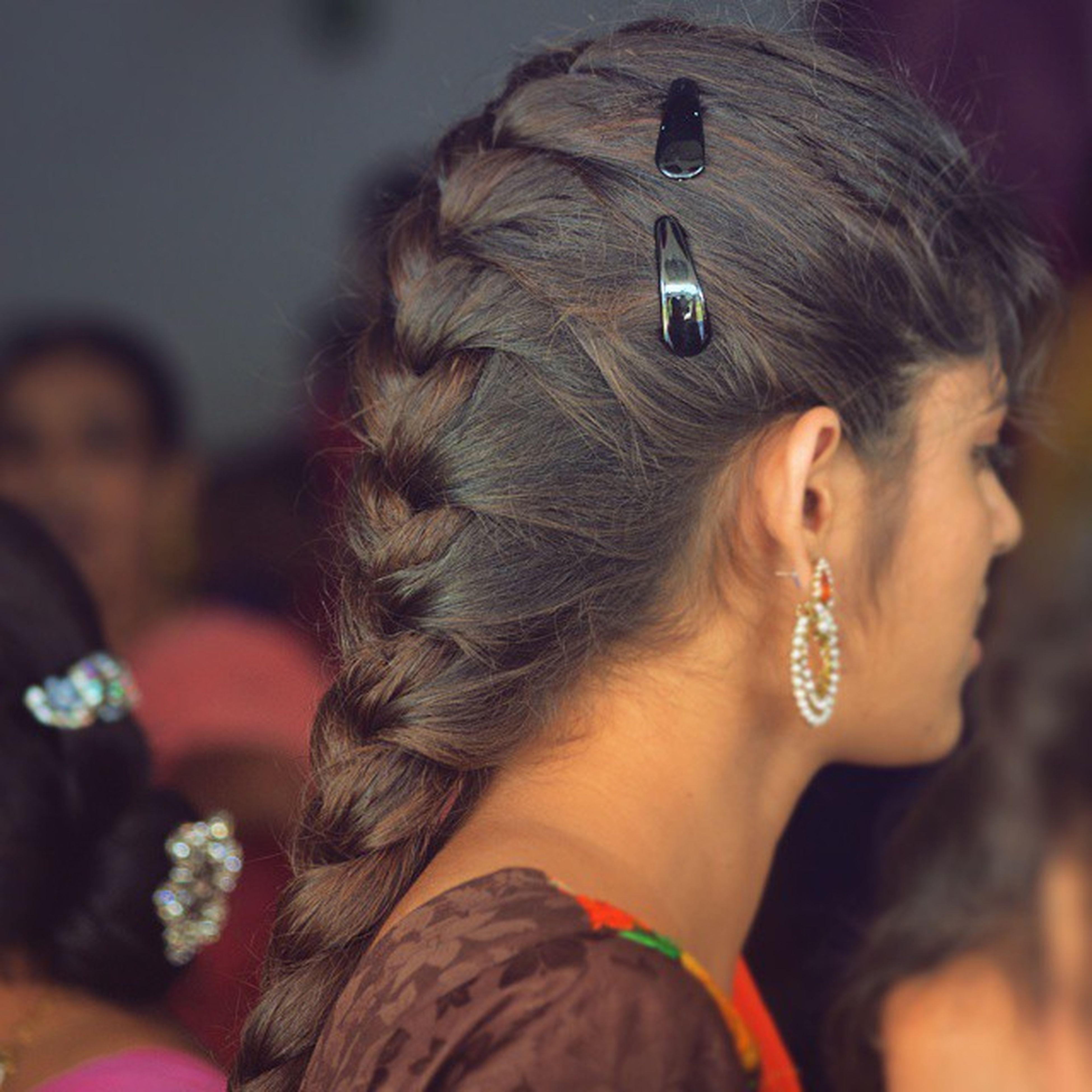 lifestyles, headshot, leisure activity, young adult, focus on foreground, young women, person, head and shoulders, holding, close-up, long hair, front view, portrait, looking at camera, human face, brown hair