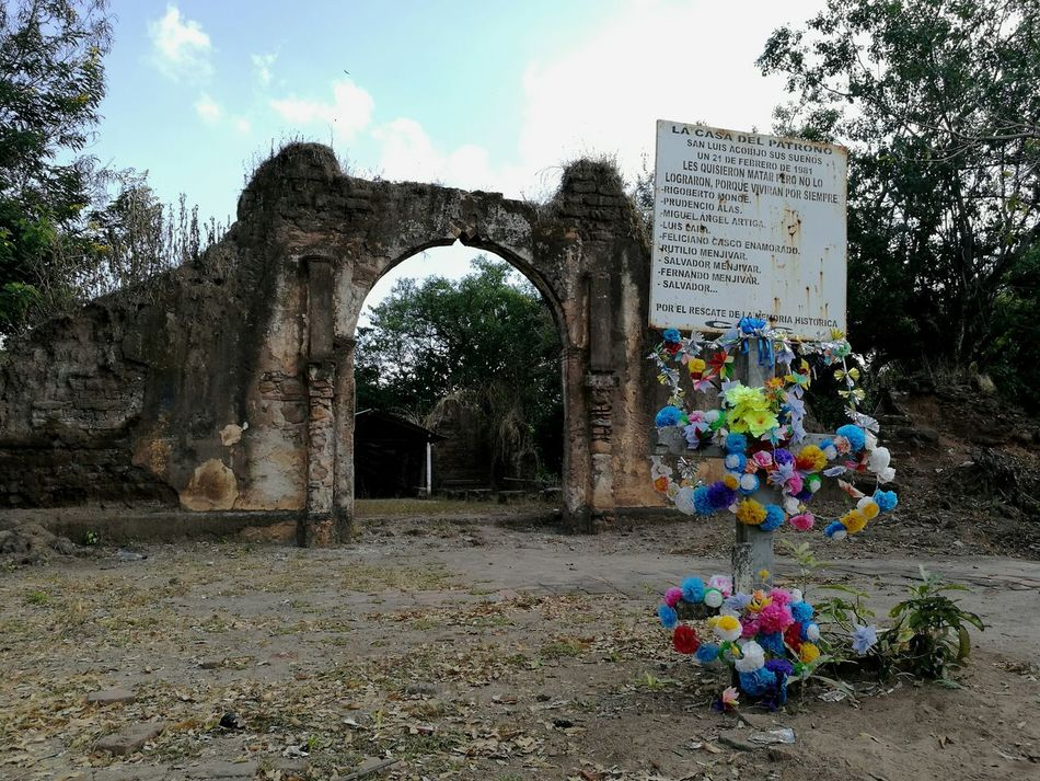 Colonial Churches in ruins. Outdoors Colonial Architecture Civil War El Salvador Impresionante v