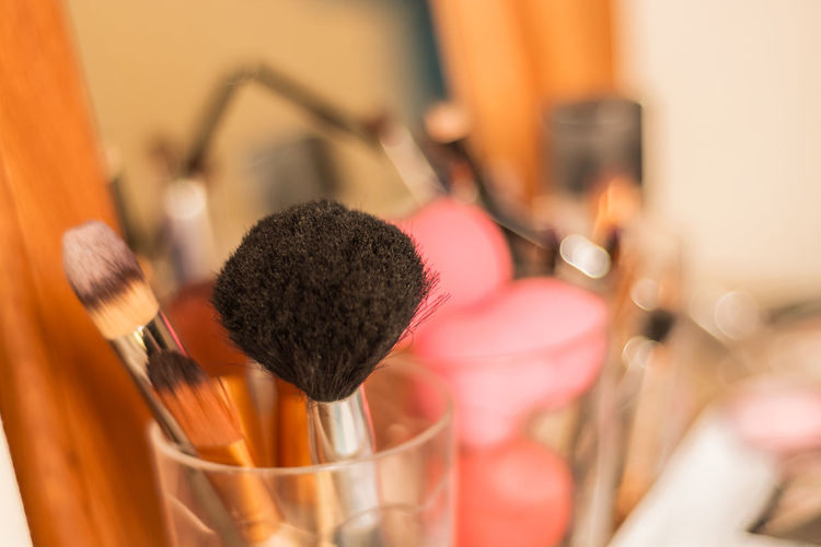 Makeup Studio Brush Brushes Close-up Colourful Day Eyemakeup Fashion Indoors  Make Up Make Up Items Make Up Tools Make Up ❤ Make-up Make-up Make-up Brush Make-up Items Make-up Tool Makeup Makeupartist Makeupitems Makeuptools No People On The Table Table Variation