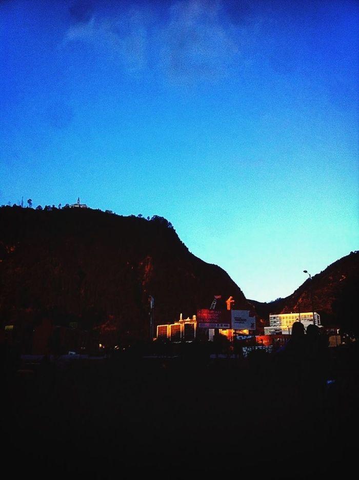 Siluetas Cerros Orientales Paisaje ?