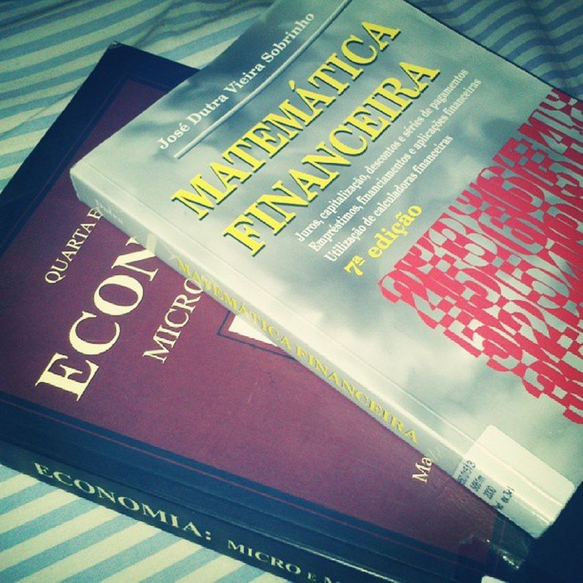 Estudando em plena sexta-feira a noite, porque a caneta é mais leve que a pá. Matem áticafinanceira Economia Estudos