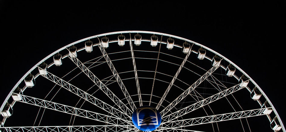 Ferris Wheel Amusement Park Night Outdoors EyeEm Nature Lover Beauty In Nature Eyemphotography EyeEm Best Shots Dubai❤ Fountain Square Fountain Plaza Fountain Fun Fountains Architecture