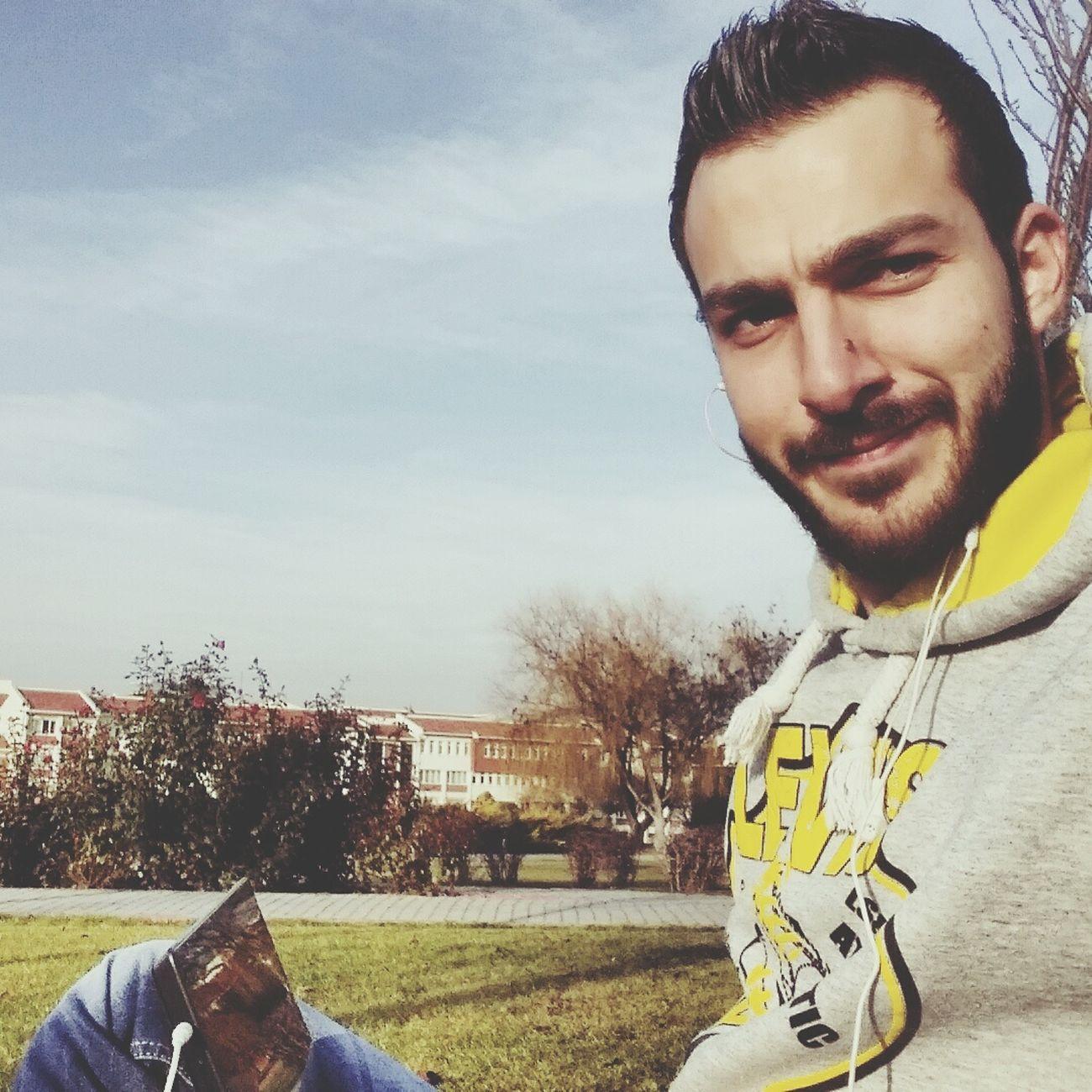 Eskişehir Anadoluuniversitesi Reading & Relaxing Sunny Day
