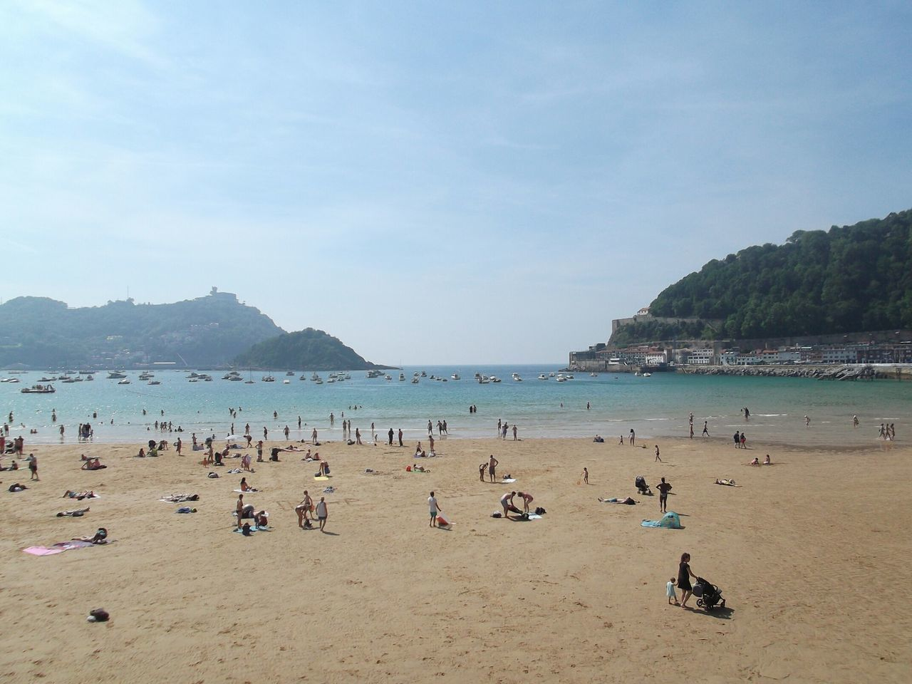Beach Summer Nature Vacations Beauty In Nature San Sebastian Beach Monte Urgull Beach Holiday San Sebastián, Spain Sunny Beauty In Nature Relaxation Sky Tourist Resort Tropical Climate City Goodday✌️ Beachphotography