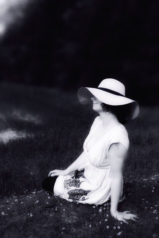 waiting for summer 😆 Summer Summertime Waiting For Summer Memories Portrait Portrait Of A Woman Thats Me  Blackandwhite Fortheloveofblackandwhite Back In Time Black And White Portrait B/W Photography Tadaa Masking the picture was taken by my friend - edit by me