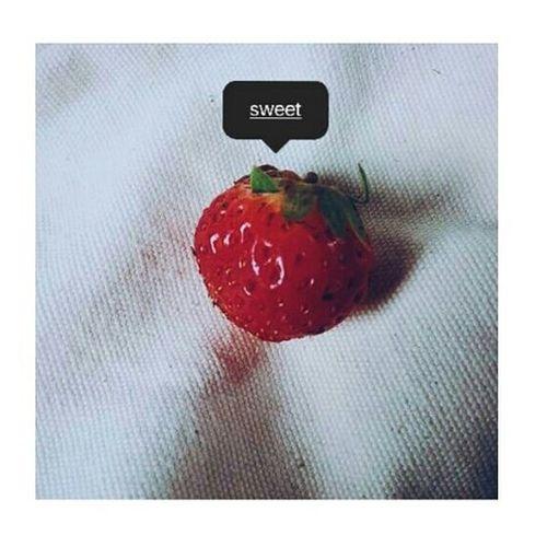 -15:13 •t3,01/12/15 Người ta dễ buồn vì những điều đã cũ, em cũng vậy, tiếc là kể cả cái mới với em cũng mang vị gì đó buồn lắm. Chỉ ước một lần được ngọt ngào, ngọt ngào với anh và cả thế giới nhỏ bé này.. Strawberry Vscocam Sweet Sad TBT  Photooftheday Quoteoftheday Red