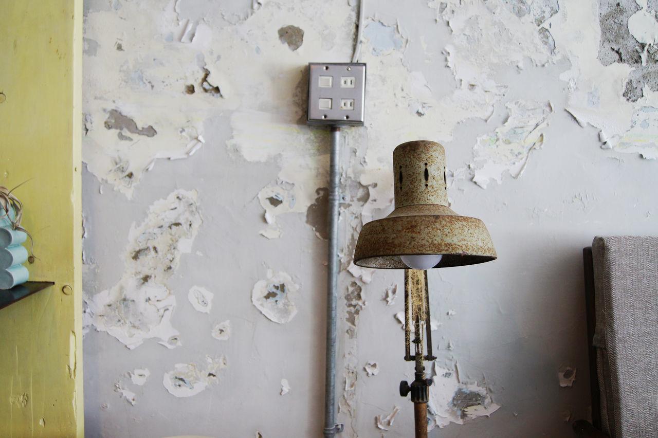 台南老街裡,正上演著關於藝術家新作品發表,來參與的人們,有些在一樓靜靜的欣賞著作品,一些則在二樓喝著茶 或 咖啡,想著,就這樣吧,時間就停留在這吧。 More Detail:https://goo.gl/XZGwaI Japanese Style Lamp Light Mottled Oldhouse Switch Tainan Taiwan Wall Wall Art White 中西區 兩倆 台南 台灣